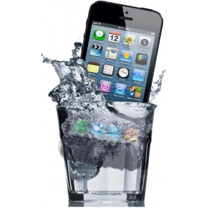 SMARTPHONES AND WATER THE CASE FOR WATERPROOF CASES