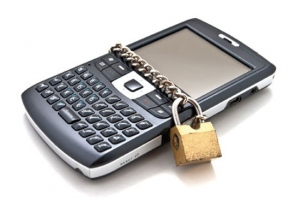 Planning A Vacation? Here's How To Protect Your Smartphone On Holiday