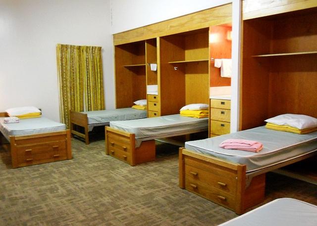 Smart Ways To Optimize Dorm Room Storage